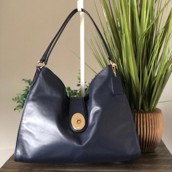 COACH Carlyle Shoulder bag